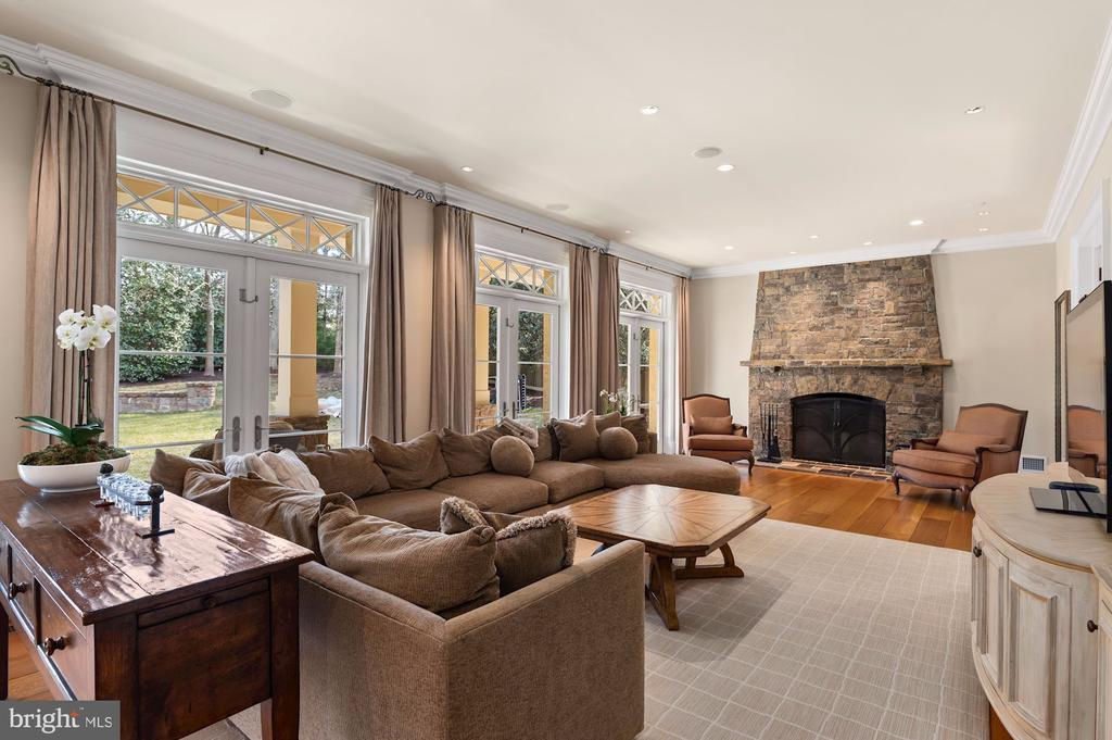 Family Room - 825 CLINTON PL, MCLEAN