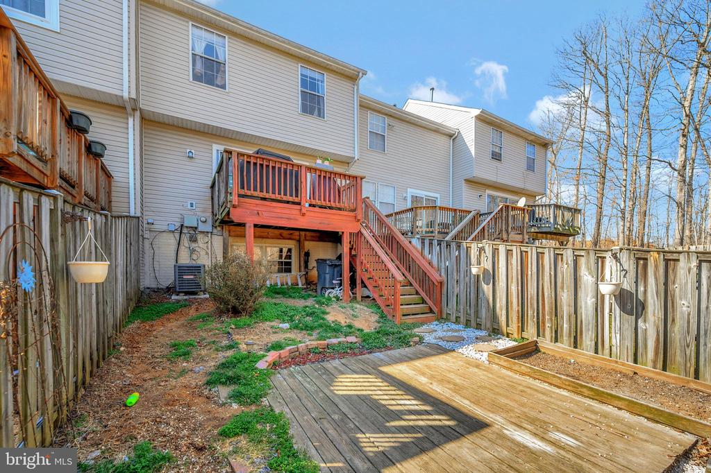 Decks and a fenced yard for outdoor entertainment. - 706 PINNACLE DR, STAFFORD