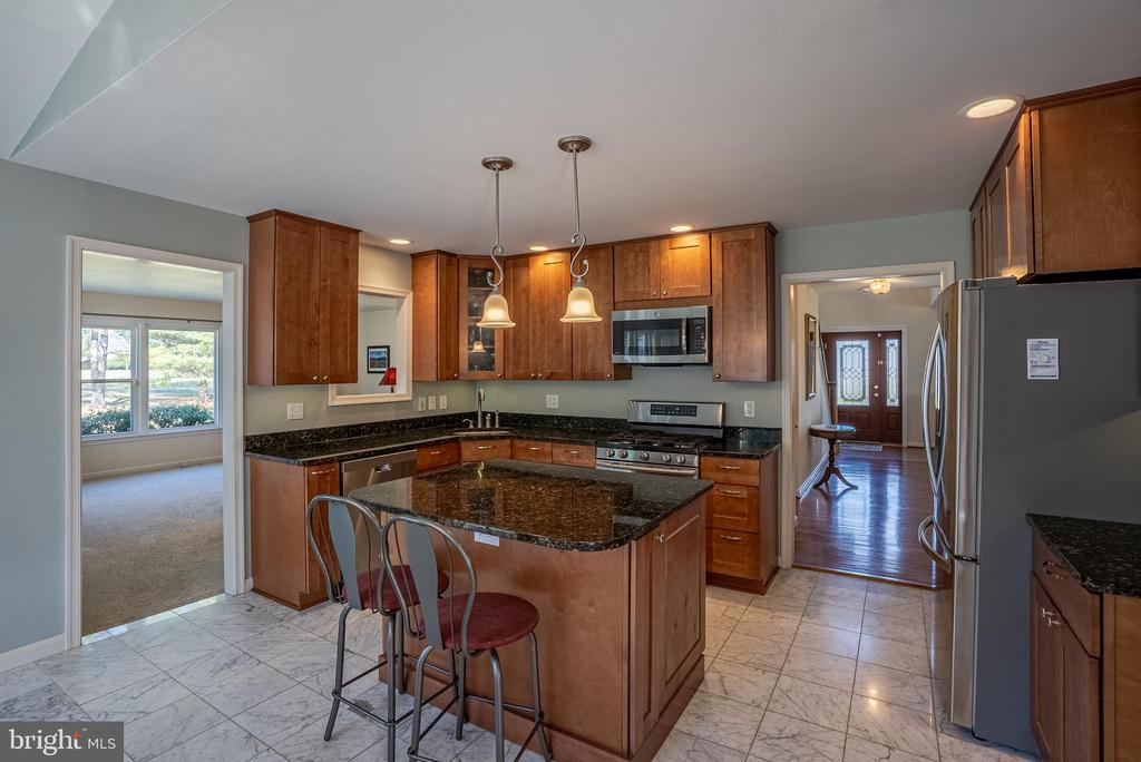 Kitchen Pic 3 - 4712 BRIGGSWOOD CT, FREDERICK