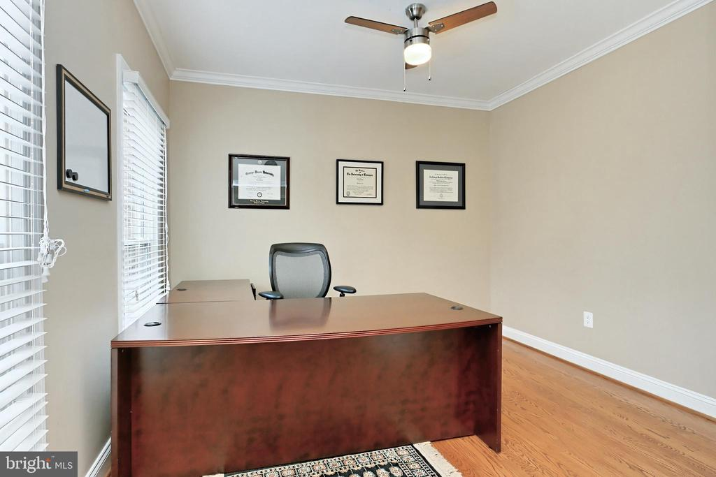 Main Level Office with French door for privacy - 6302 KNOLLS POND LN, FAIRFAX STATION