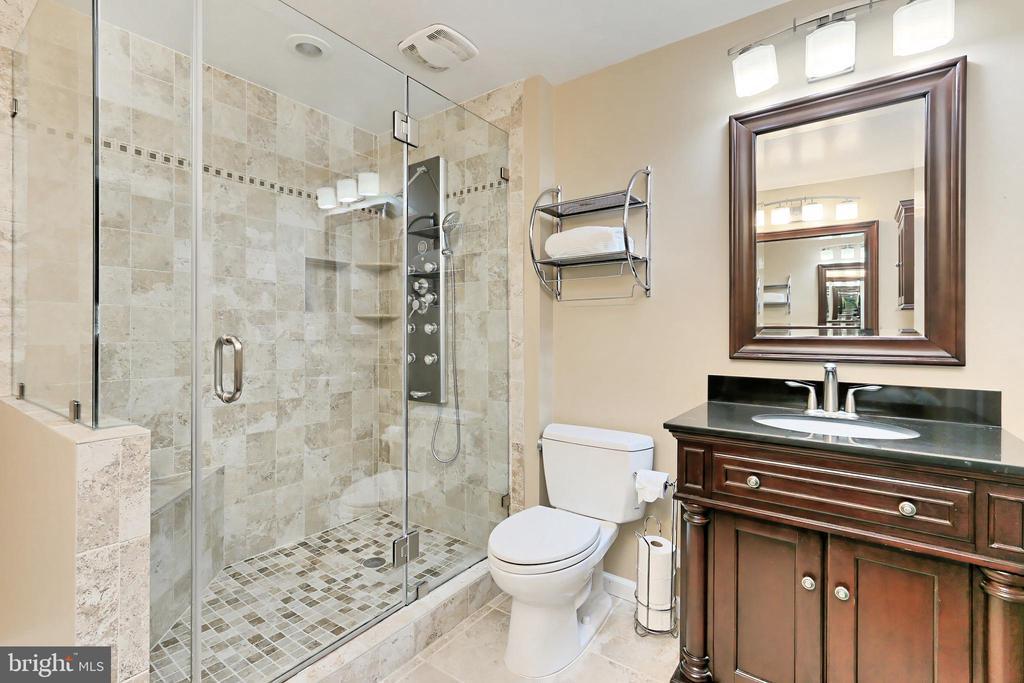 Lower Level Bath with dual vanities! - 6302 KNOLLS POND LN, FAIRFAX STATION