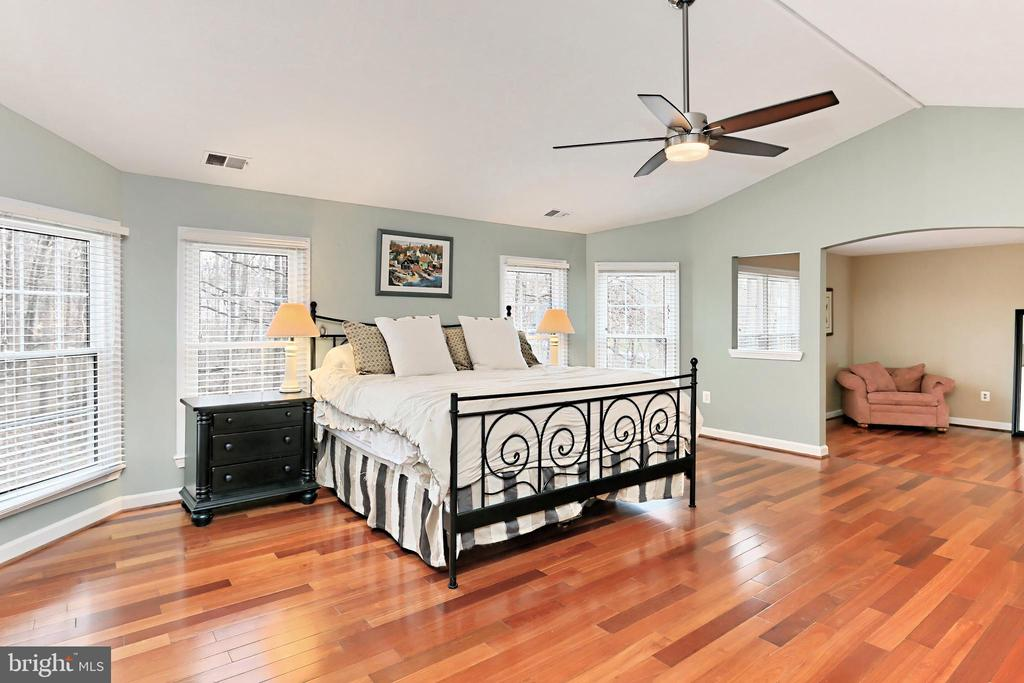 This lovely Bedroom is the perfect retreat! - 6302 KNOLLS POND LN, FAIRFAX STATION