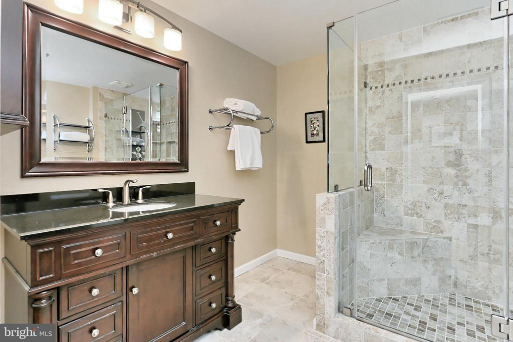 Lower level Full Bath is perfect for guests - 6302 KNOLLS POND LN, FAIRFAX STATION