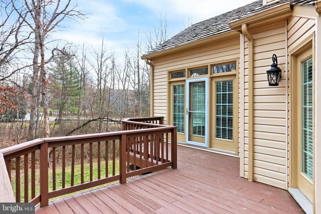 Access deck from the Sun, Dining or Family Rooms! - 6302 KNOLLS POND LN, FAIRFAX STATION