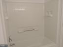 Guest Bath Tub/Shower combo - 19365 CYPRESS RIDGE TER #416, LEESBURG