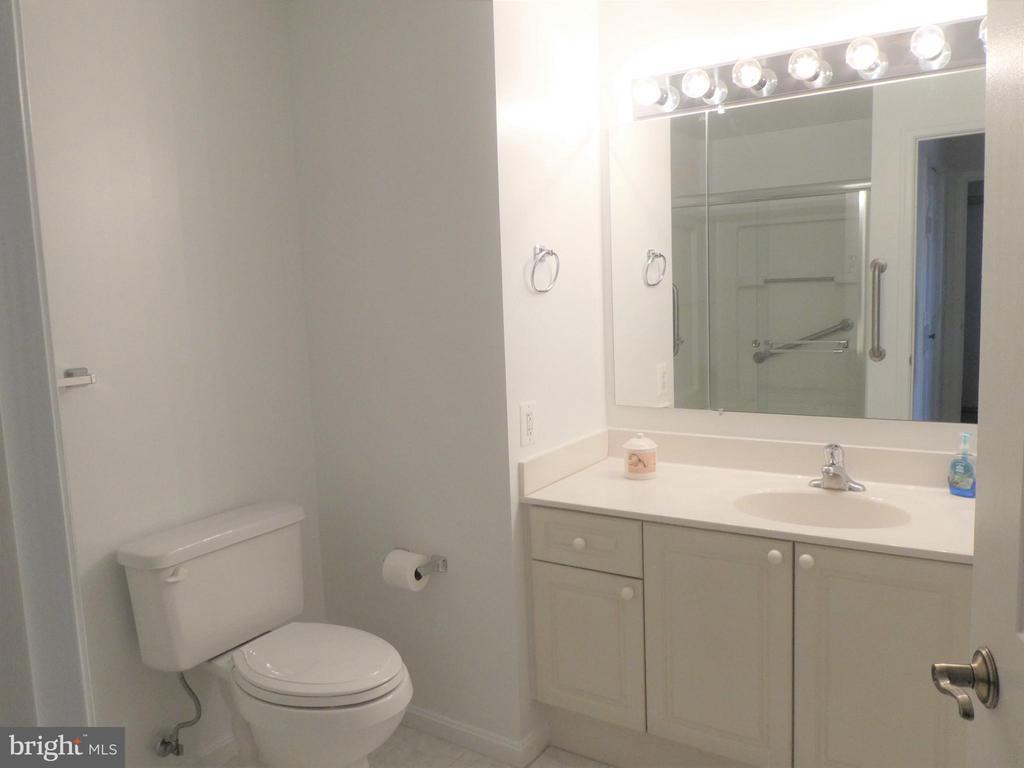 Bathroom - 19365 CYPRESS RIDGE TER #416, LEESBURG