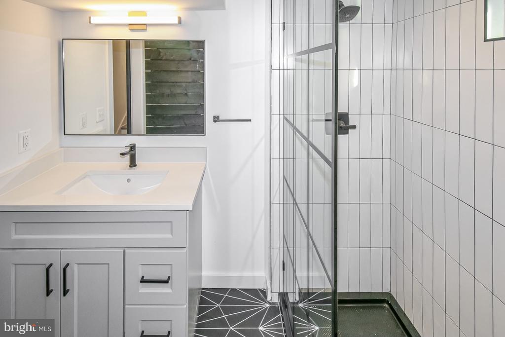 Lower full bath shower - 7419 JERVIS ST, SPRINGFIELD