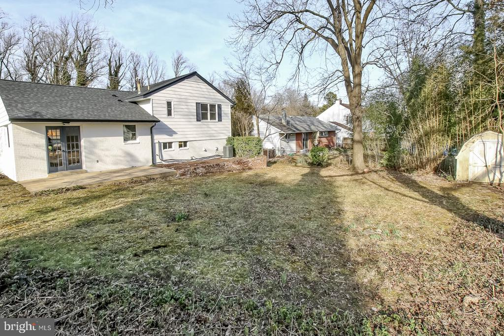 Large back yard and shed - 7419 JERVIS ST, SPRINGFIELD