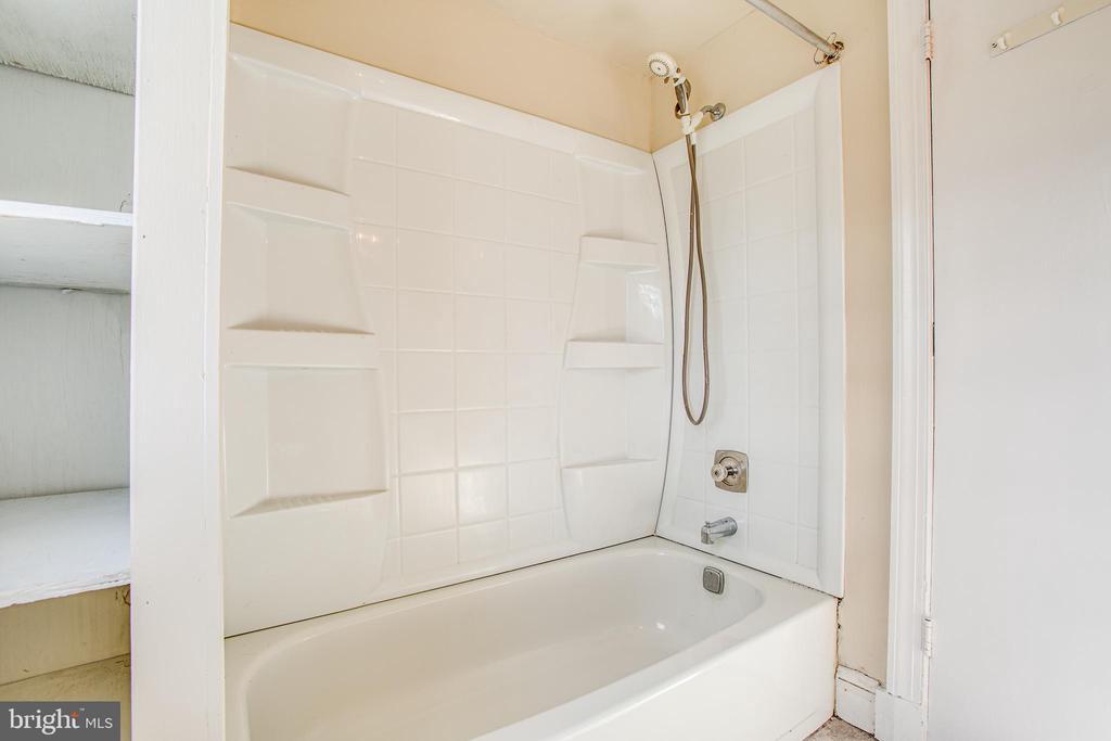 Primary Bathroom view 2 - 6407 PLANK RD, FREDERICKSBURG
