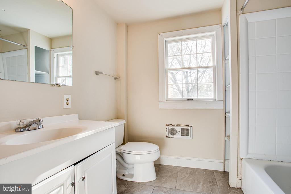 Primary Bathroom - 6407 PLANK RD, FREDERICKSBURG