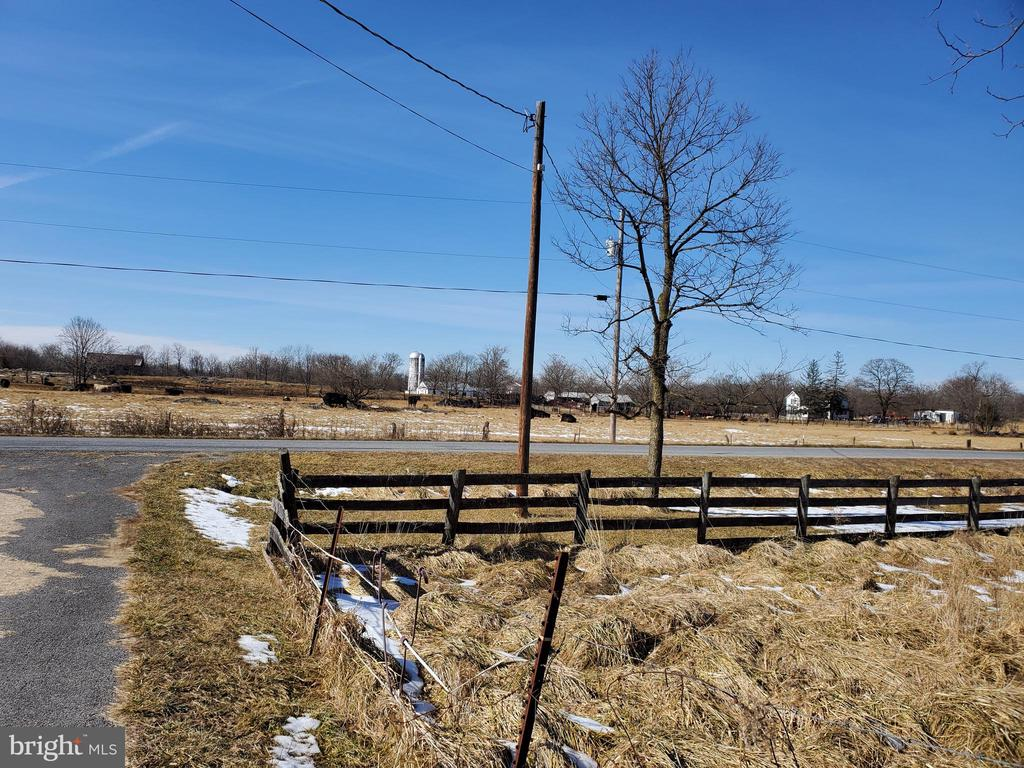BEAUTIFUL COUNTRY VIEWS - 1700 KIMBLE RD, BERRYVILLE