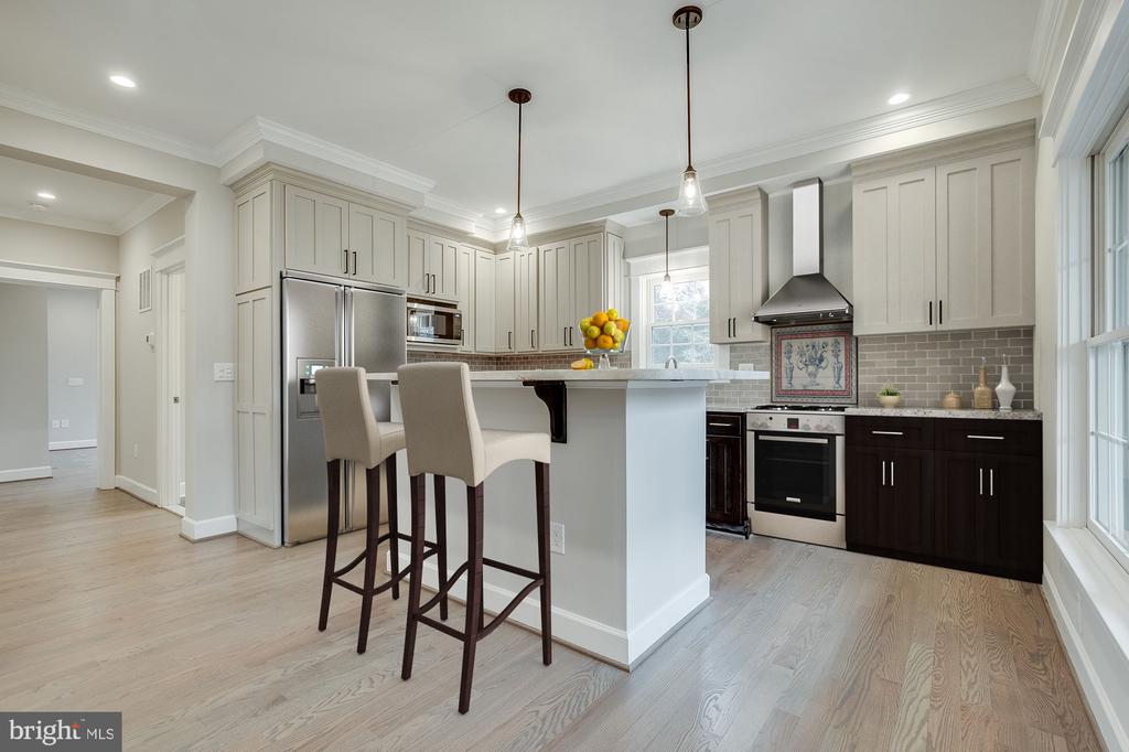 In-law Kitchenette - 6723 VALLEY BROOK DR, FALLS CHURCH