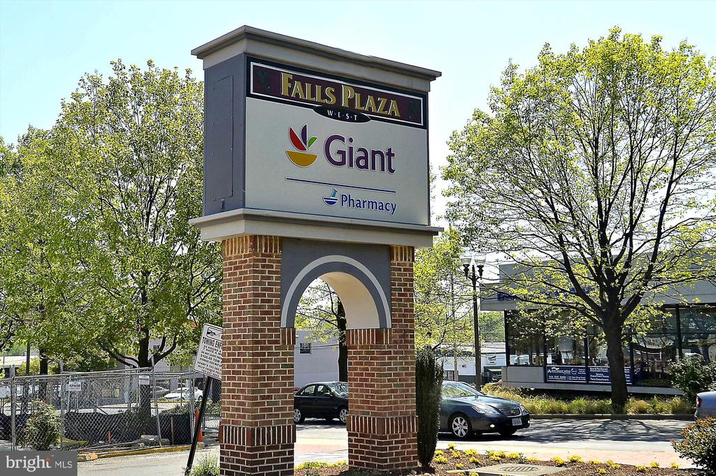 <1m to Giant, or 1.9m to Trader Joes/Whole Foods - 2129 GREENWICH ST, FALLS CHURCH