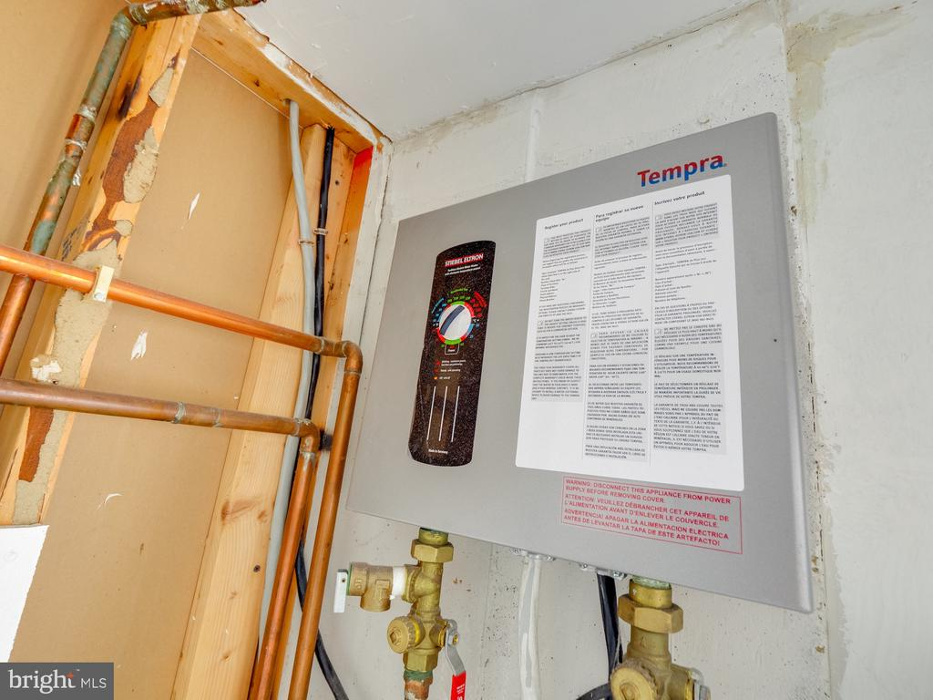 Tankless Instant Hot Water Heater - 1677 BAYFIELD WAY, RESTON