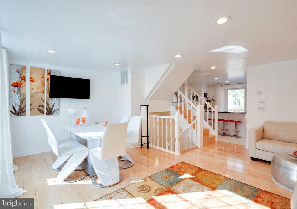 Entry Level - 1677 BAYFIELD WAY, RESTON