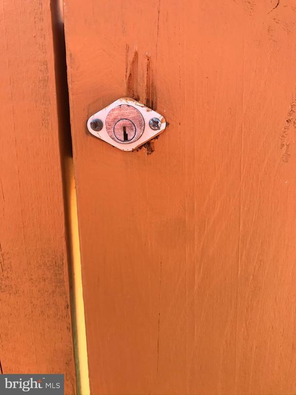 Fence Lock - 1677 BAYFIELD WAY, RESTON