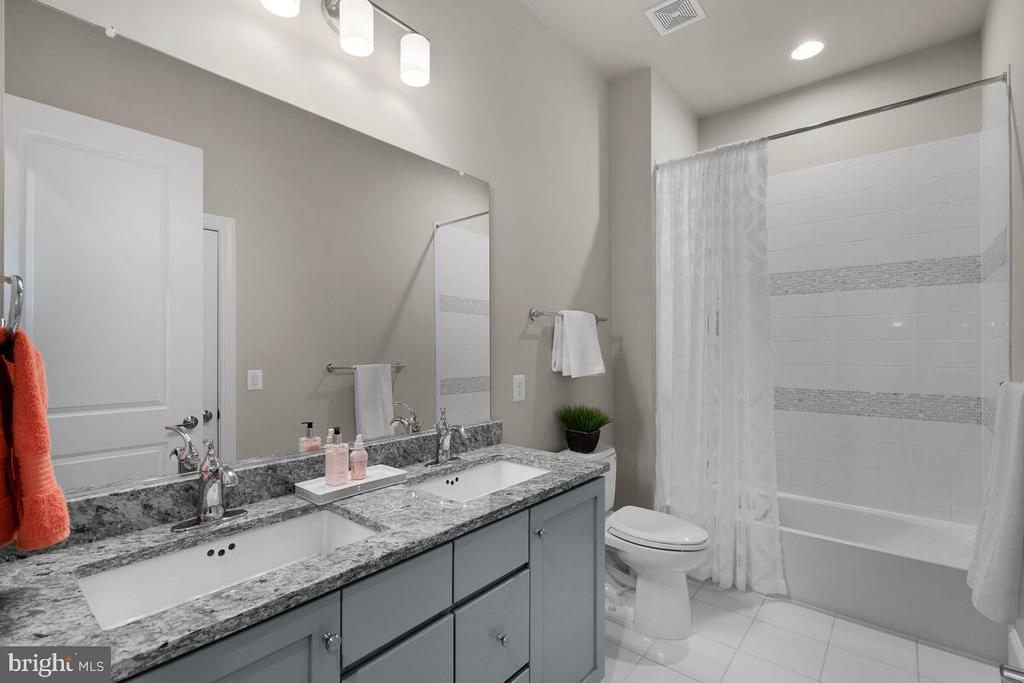 Ensuite/Full Hall Bath #2, Level 3 - 20444 NORTHPARK DR, ASHBURN