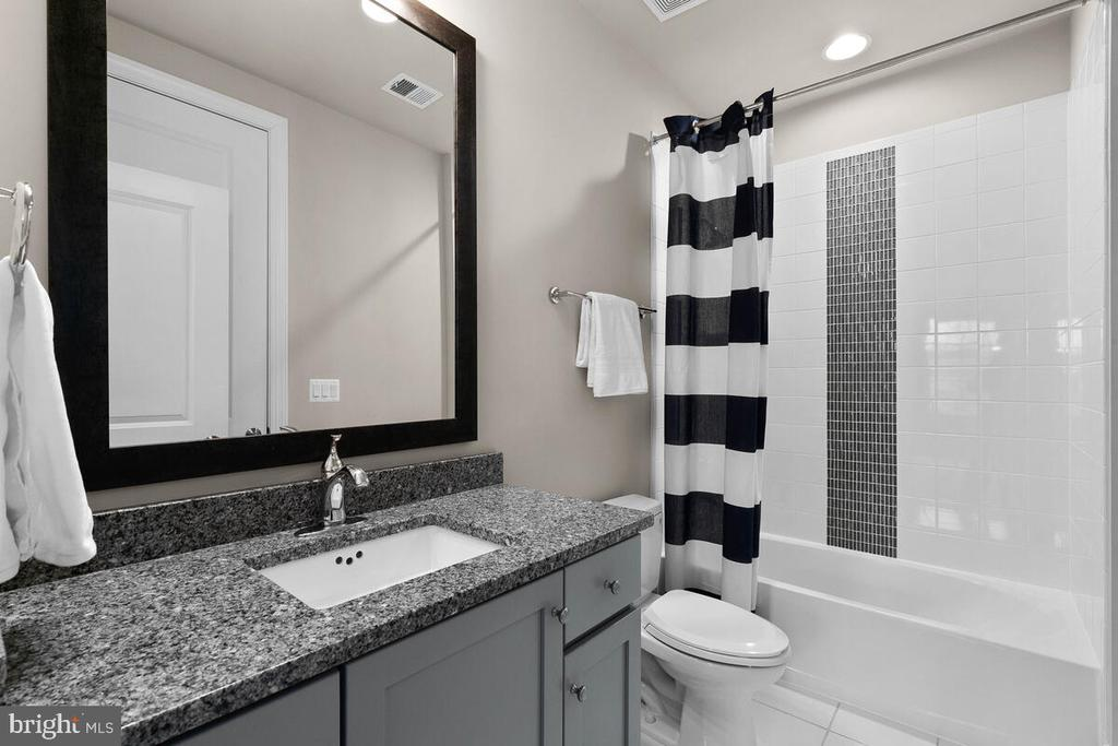 Full Bath #2, Main Level - 20444 NORTHPARK DR, ASHBURN