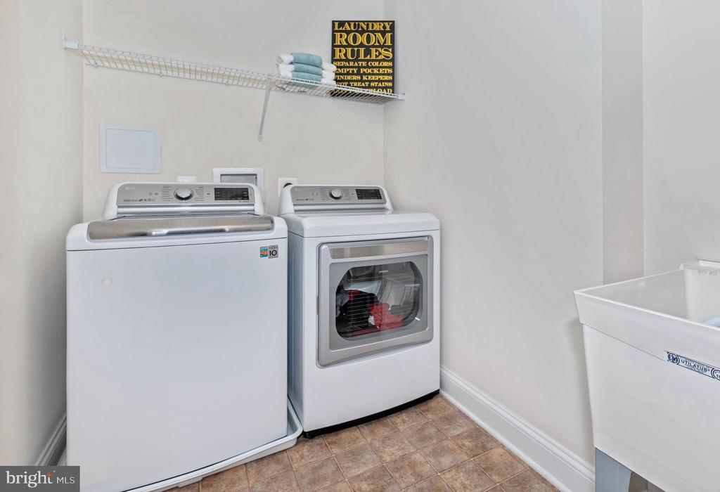 Upper level laundry - 6803 REHNQUIST CT, NEW MARKET