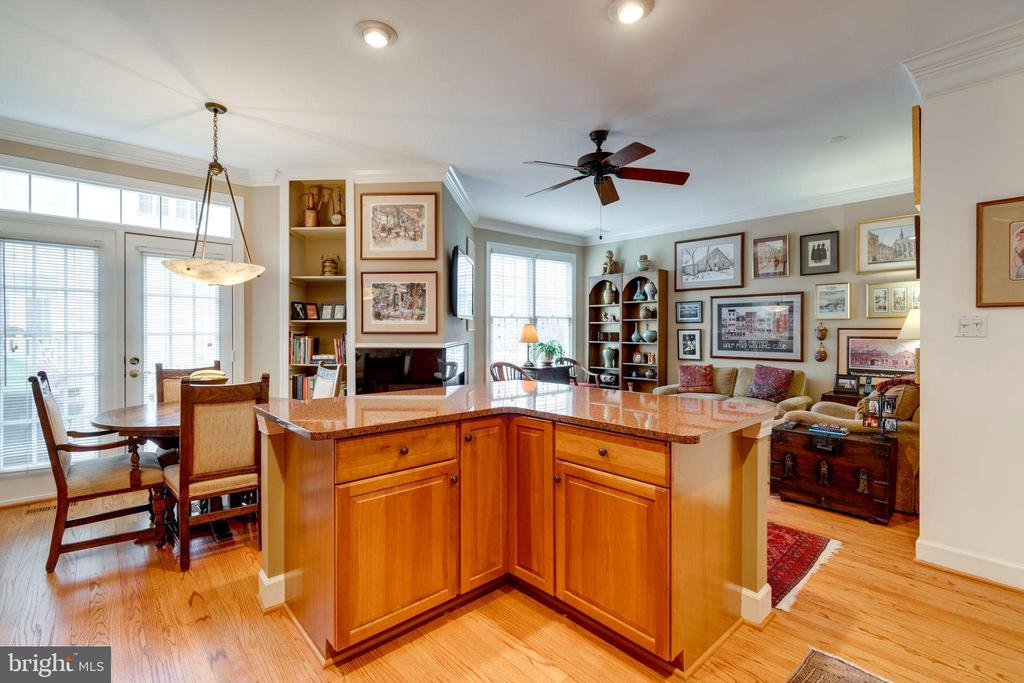 Kitchen Island with Breakfast Area and Family Room - 10502 CATESBY ROW, FAIRFAX