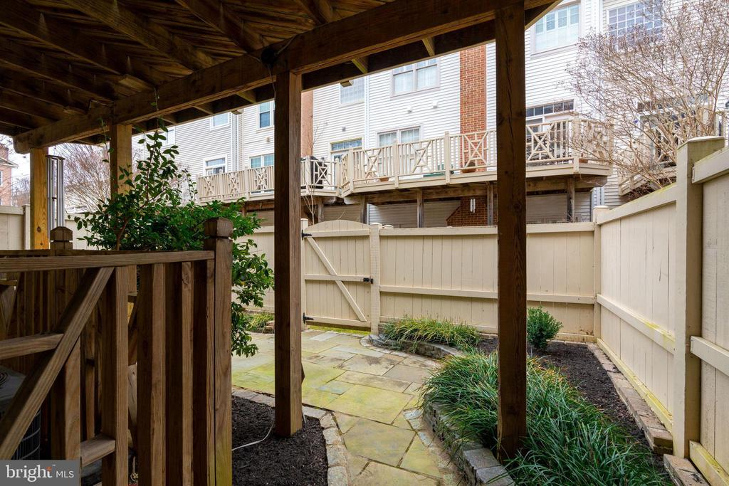 Fully Fenced Patio - 10502 CATESBY ROW, FAIRFAX