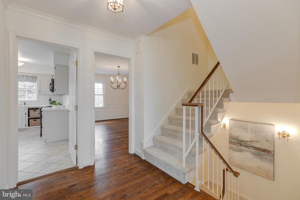 Upper foyer - 4741 23RD ST N, ARLINGTON