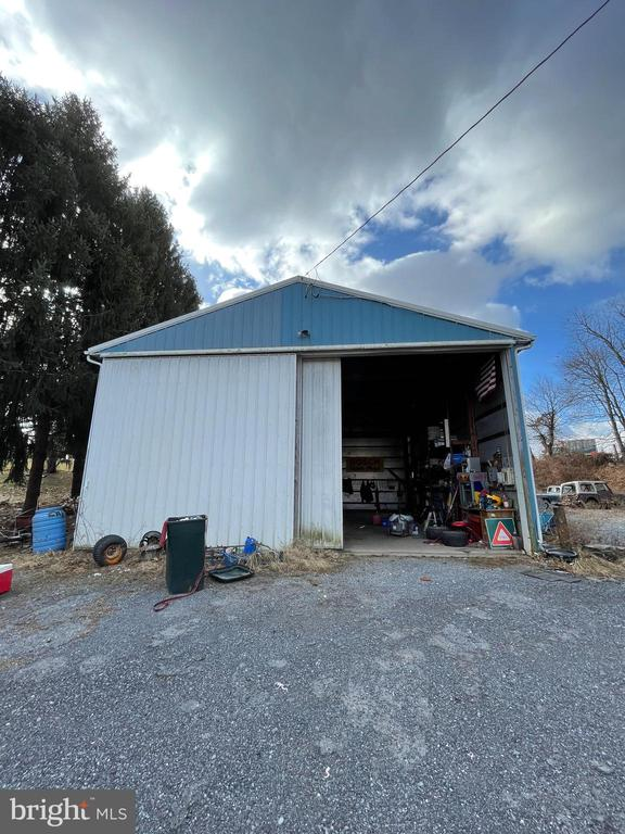 - 4101 BILL MOXLEY RD, MOUNT AIRY