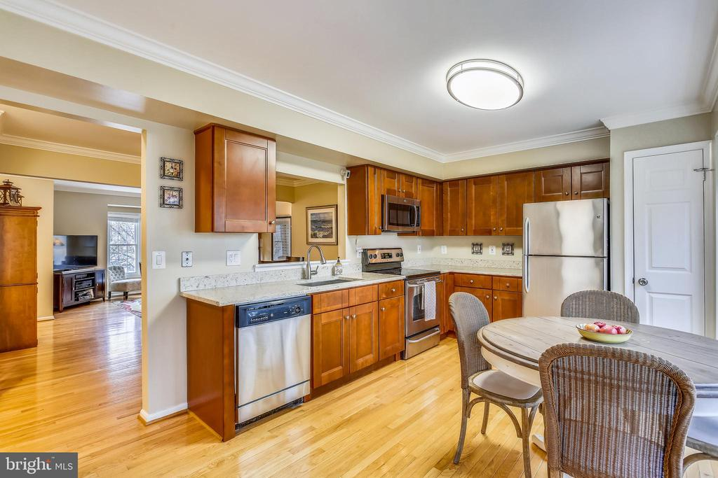 Renovated gourmet kitchen w/ stainless appliances - 10828 DOUGLAS AVE, SILVER SPRING