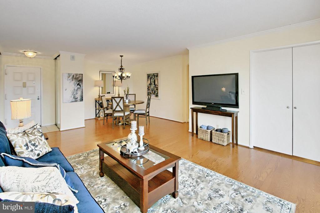 Open floorplan! - 8380 GREENSBORO DR #1017, MCLEAN