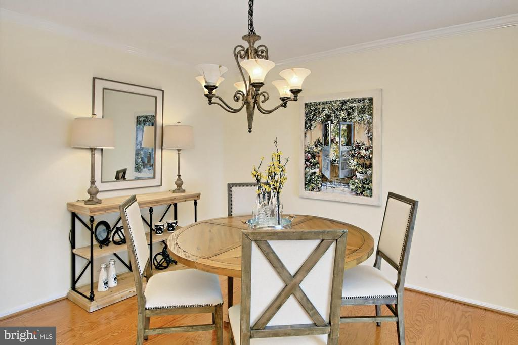 Table space in Kitchen and separate Dining Area! - 8380 GREENSBORO DR #1017, MCLEAN
