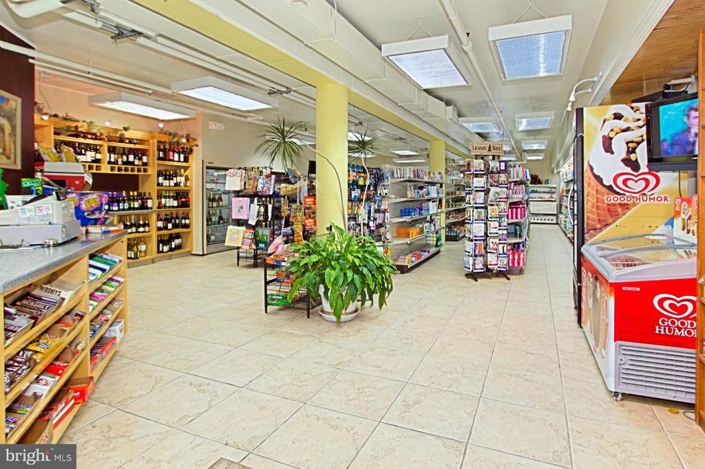 Convenience store with dry cleaner. - 8380 GREENSBORO DR #1017, MCLEAN