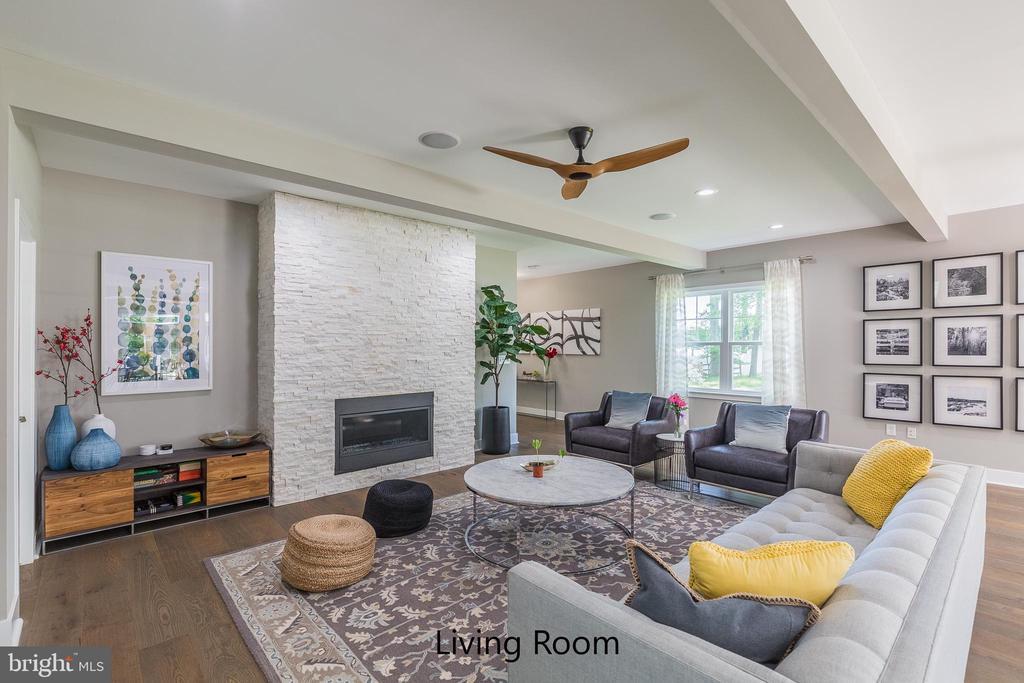 Similar home - family room - 11600 PINE TREE DR, FAIRFAX