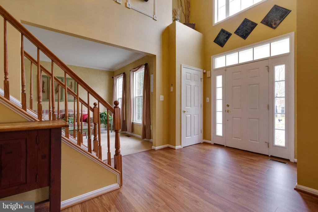 Foyer with double closets - 15230 BOWMANS FOLLY DR, MANASSAS