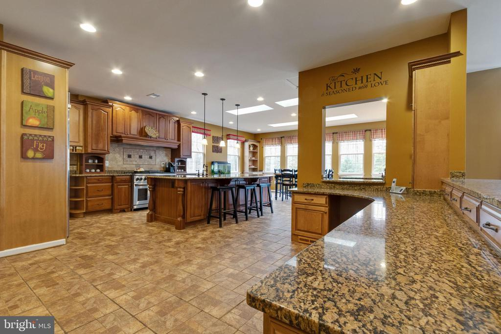 Multiple prep and eating areas - 15230 BOWMANS FOLLY DR, MANASSAS