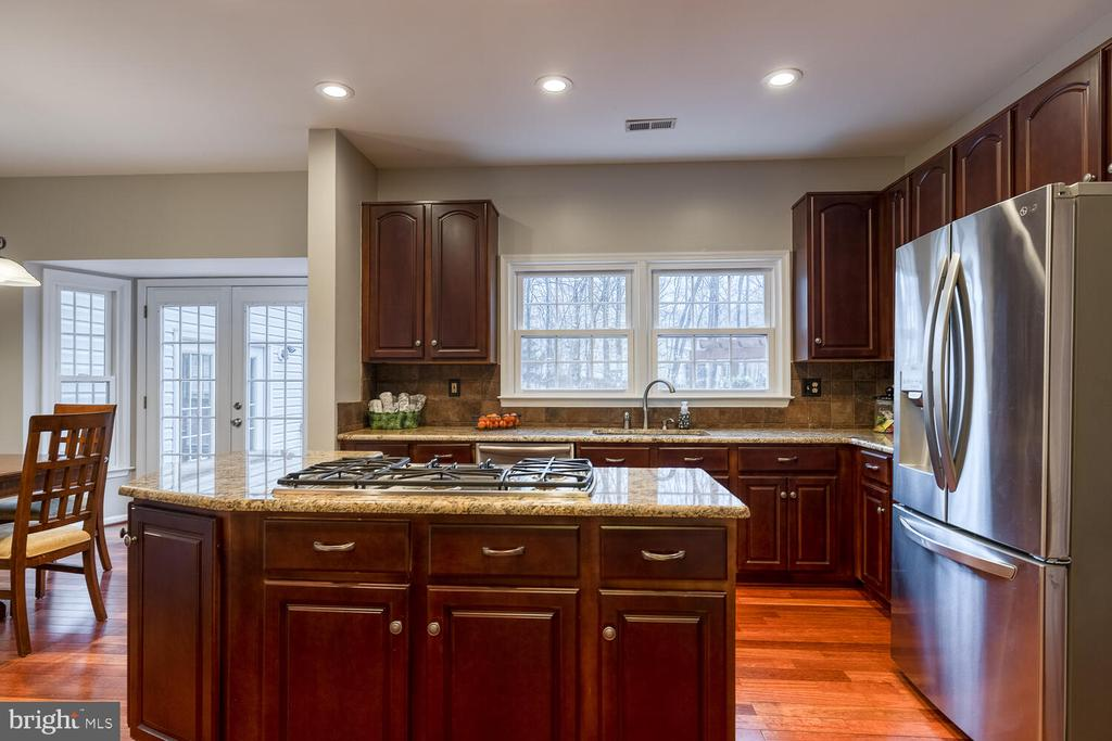 Kitchen with cooktop - 47 CHRISTOPHER WAY, STAFFORD