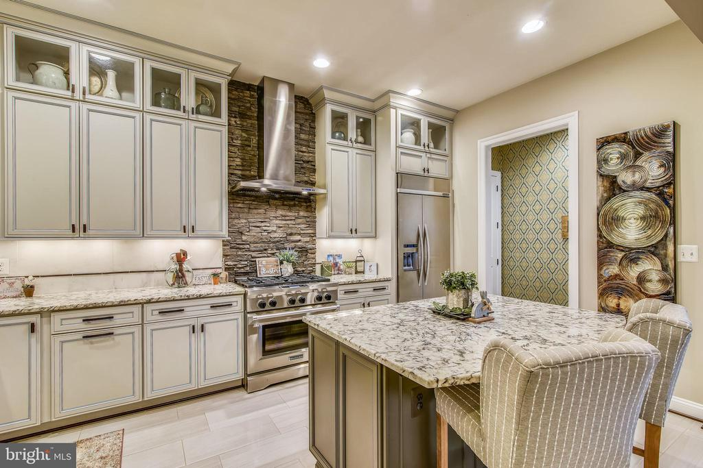 TOP OF THE LINE STAINLESS KITCHEN AID APP PKG - 20800 EXCHANGE ST, ASHBURN