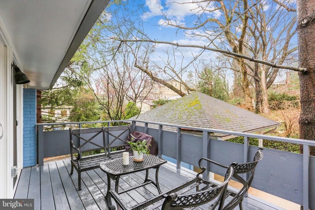 UPPER LEVEL PRIVATE DECK - 5025 WISSIOMING RD, BETHESDA