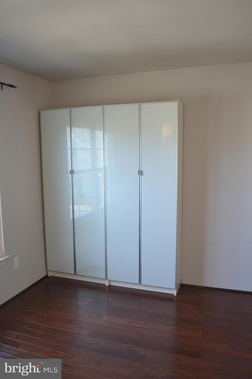 closet - 45060 BRAE TER #201, ASHBURN