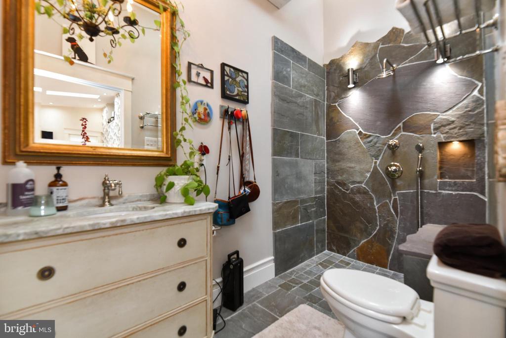 Main Level Full Bathroom - 755 GRACE ST, HERNDON