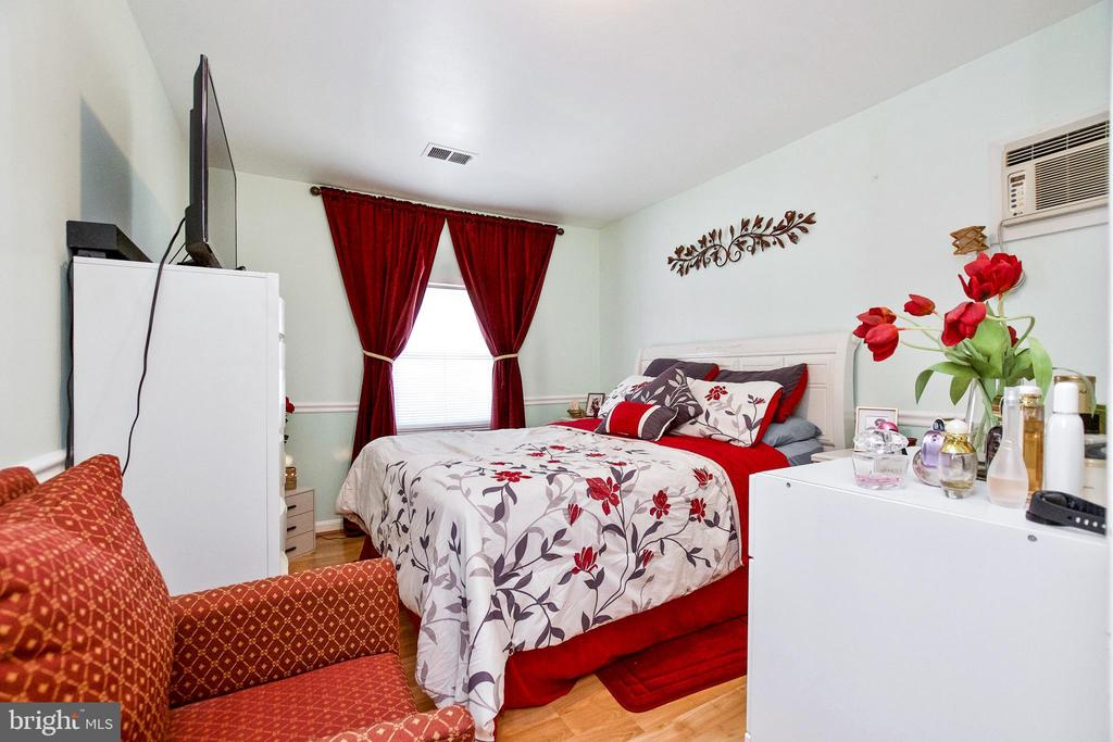 Master Bedroom - 405 W MAPLE AVE, STERLING