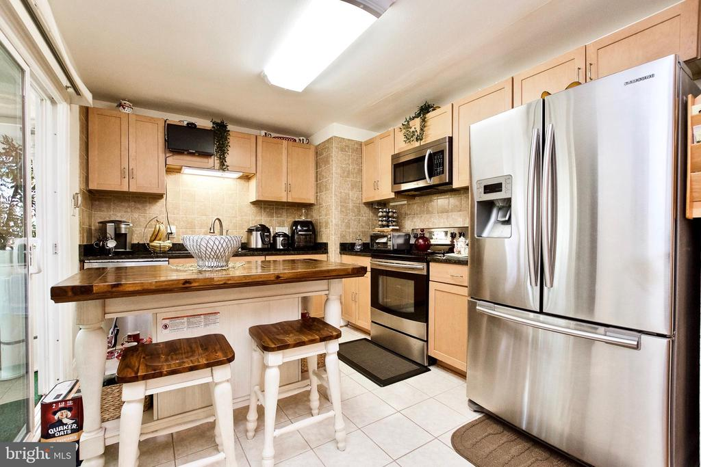 Kitchen - 405 W MAPLE AVE, STERLING
