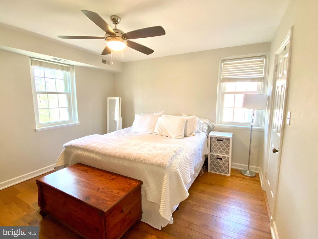 Master Bedroom fit for a King (sized bed) - 2812 S COLUMBUS ST, ARLINGTON