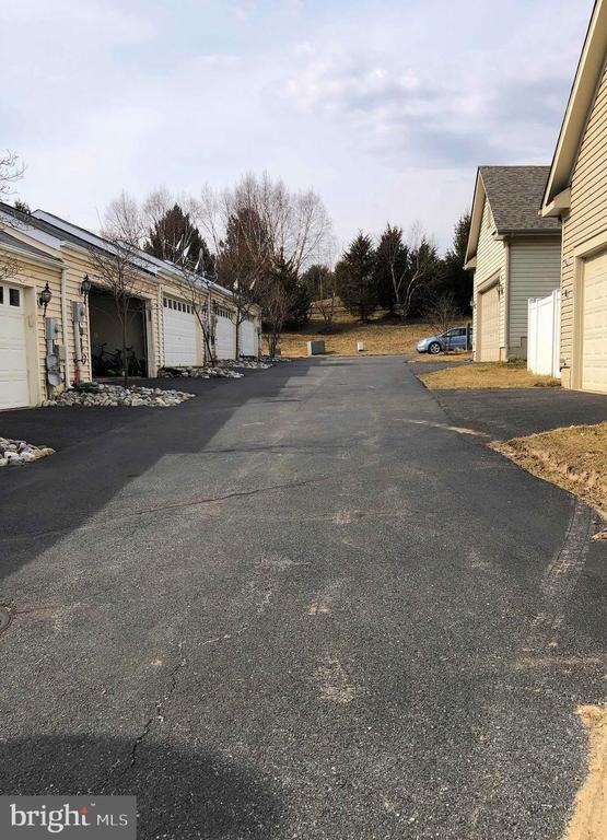 Garage street - 23600 BENNETT CHASE DR, CLARKSBURG