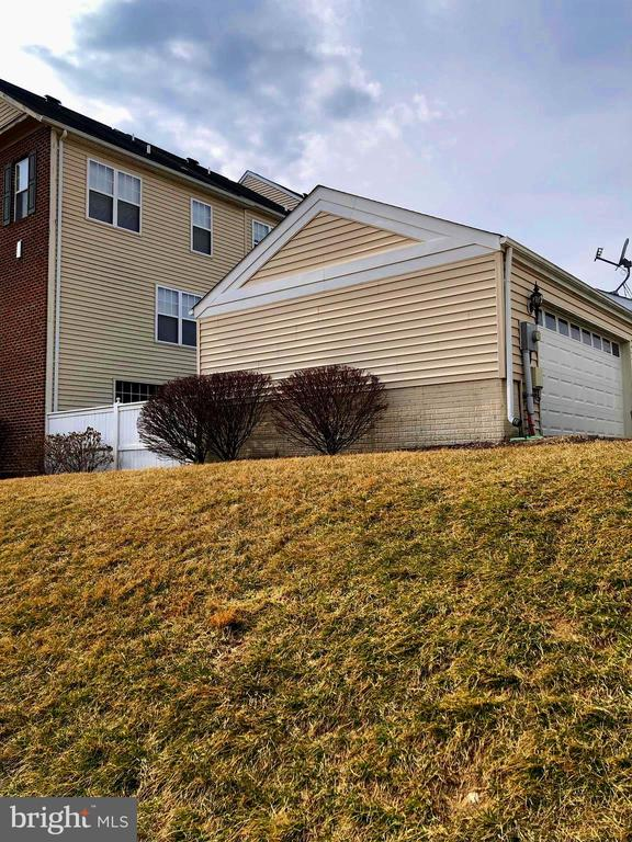 Side view Garage - 23600 BENNETT CHASE DR, CLARKSBURG