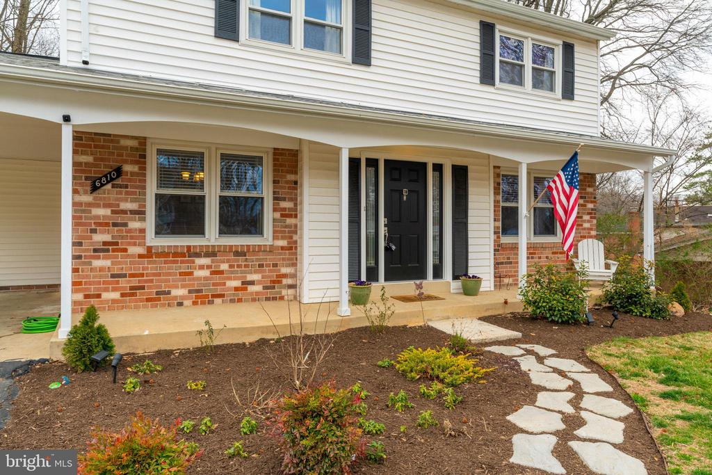 gentle walk up to your new home - 6810 HUNTSMAN BLVD, SPRINGFIELD