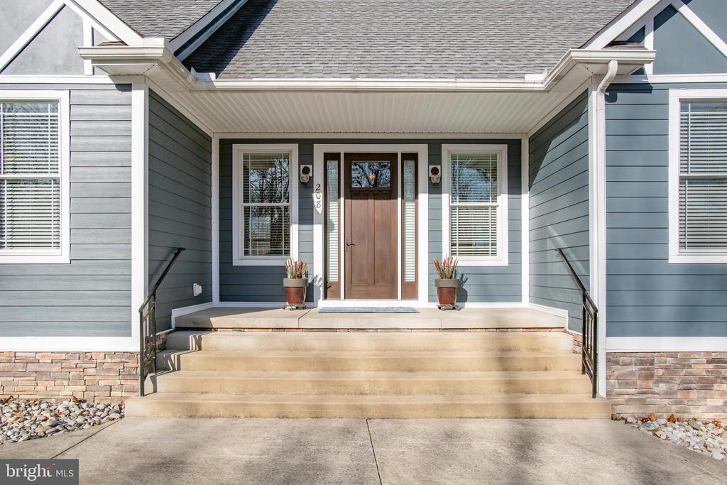 Wide  entry steps & covered porch - 208 LIMESTONE LN, LOCUST GROVE