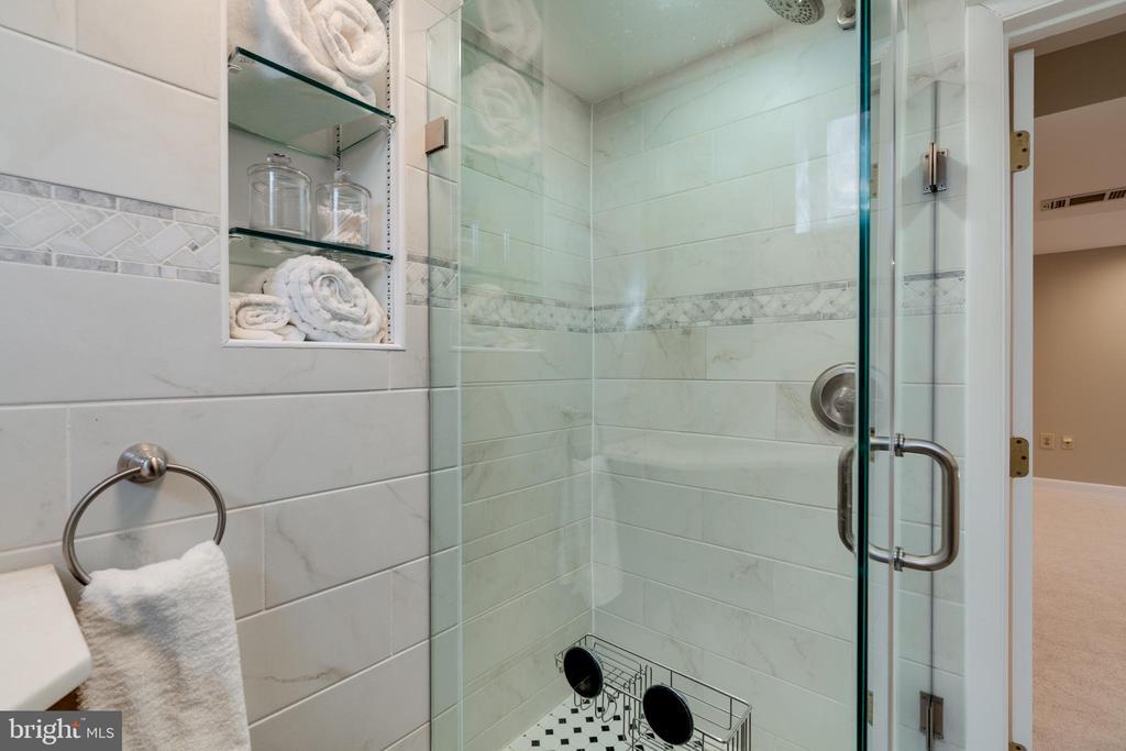Glass enclosed shower - 604 N LATHAM ST, ALEXANDRIA