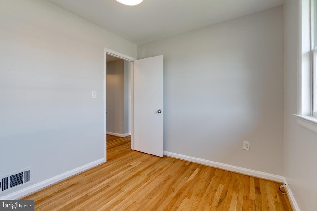 Third bedroom on main level - 604 N LATHAM ST, ALEXANDRIA
