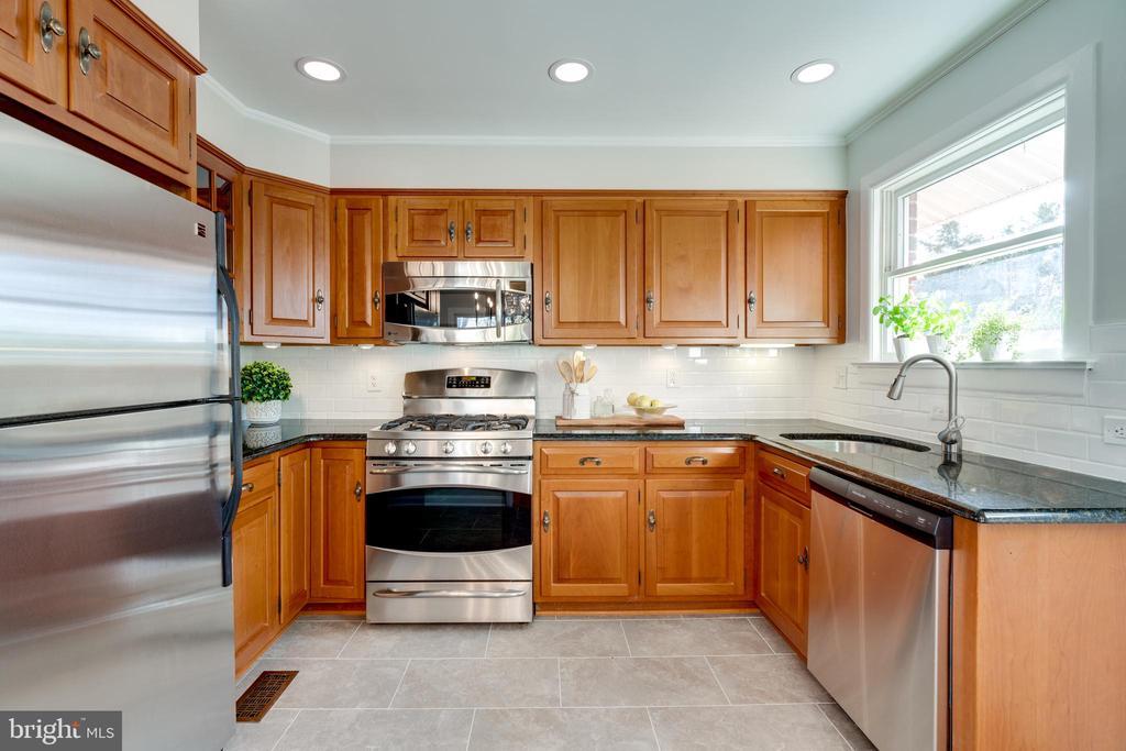 Bright  kitchen with cherry hardwood cabinets - 604 N LATHAM ST, ALEXANDRIA