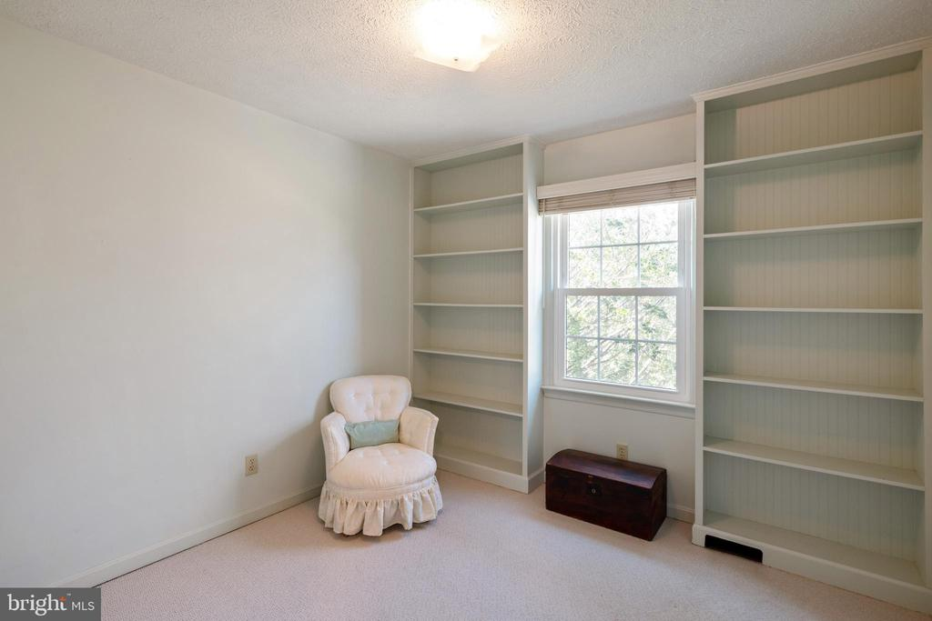 Bedroom #1 with built ins - 1993 CIDERMILL LN, WINCHESTER